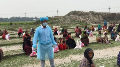 'ঈদ বাজার'পেয়ে ৪০০ অসহায় পরিবারের মুখে হাসি