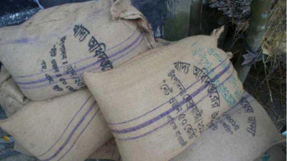 শিবগঞ্জে ভিজিএফের চাল পেলেন ৯০০ জেলে