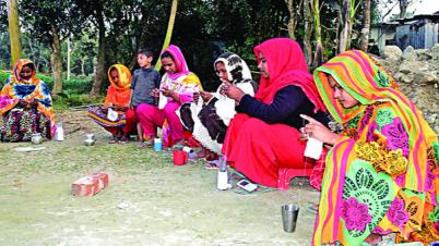 বিদেশে রপ্তানি হচ্ছে নারীদের তৈরি বাহারি টুপি
