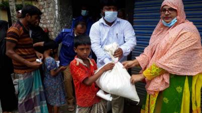 গফরগাঁওয়ে ৬০০ দরিদ্র পরিবার পেল খাদ্য সামগ্রী