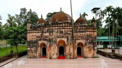 সাড়ে ৪শ' বছরের ঐতিহ্য বহনকারী বখশী হামিদ মসজিদ