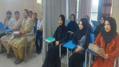ছাত্র-ছাত্রীদের মাঝে পর্দা তুলে আফগানিস্তানে খুলেছে বিশ্ববিদ্যালয়