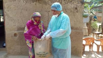 গাজীপুরে ঘরে ঘরে খাবার পৌঁছে দিচ্ছেন এমপি সবুজ
