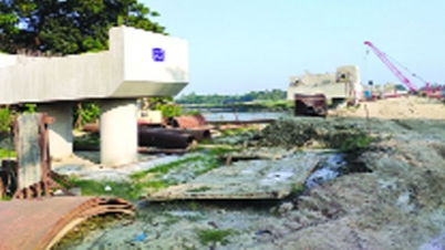 দোহাজারী-কক্সবাজার রেল লাইন: দৃশ্যমান হচ্ছে রেলসেতু