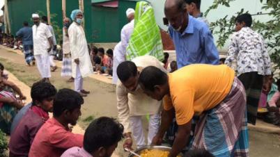 টাঙ্গাইলে ঈদের দিন ৪০০ শ্রমিক খাওয়ালেন আওয়ামী লীগ নেতা