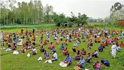 পার্বতীপুরে জেলা প্রশাসনের খাদ্য সামগ্রী ও নগদ অর্থ বিতরণ