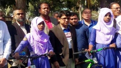 রাঙামাটিতে ১০ শিক্ষার্থী পেলো বাইসাইকেল