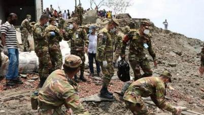আম্ফানে ক্ষতিগ্রস্ত বাঁধ সংস্কার করছে সেনাবাহিনী