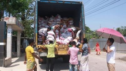 পটুয়াখালীতে ১০ হাজার মানুষকে আওয়ামী লীগ নেতার খাদ্য সহায়তা