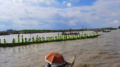 যমুনায় ঐতিহ্যবাহী নৌকা বাইচ, এলাকাজুড়ে উৎসব